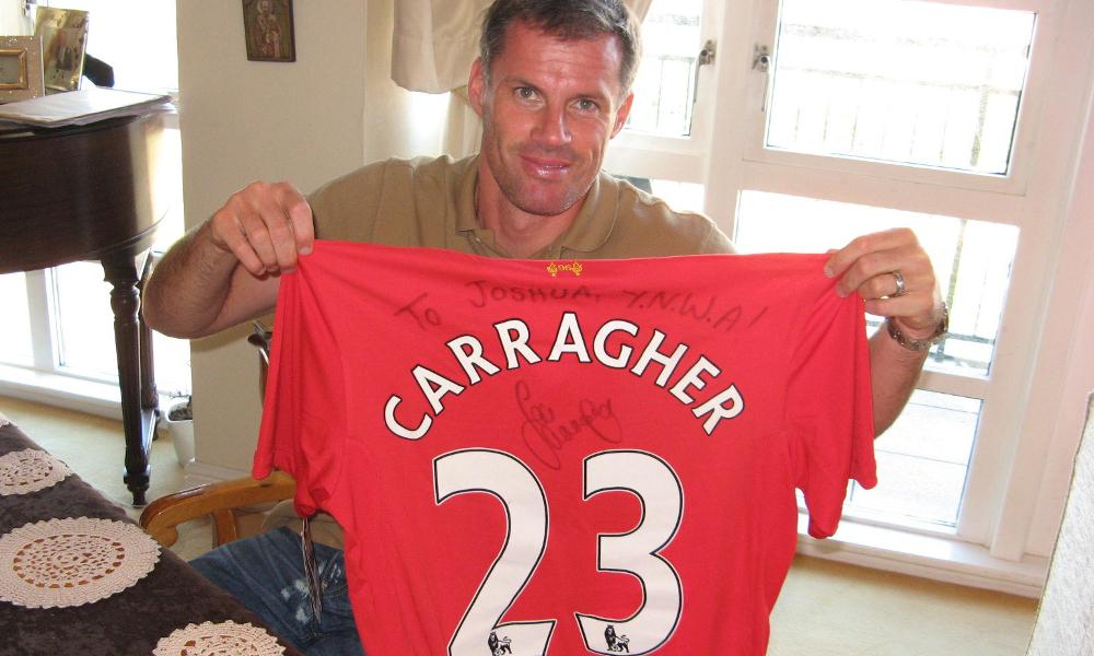 Jamie Carragher soroti lini belakang Liverpool