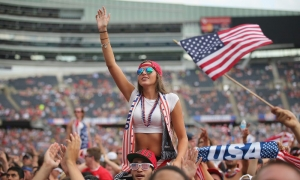 Soldier Field invaded by soccer fans: Liverpool up next!