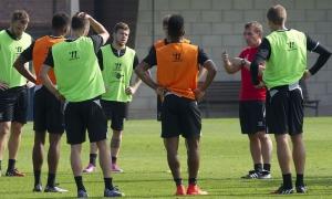 Latihan jelang LFC vs. Aston Villa
