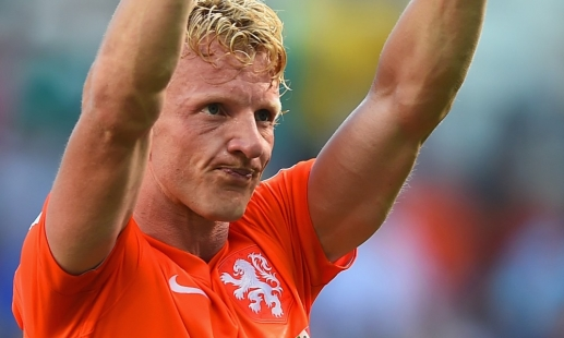 Kuyt celebrates national landmark