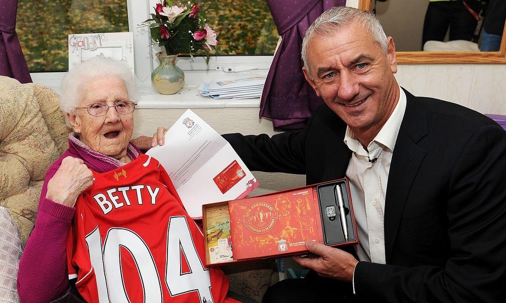 GALERI FOTO: Ian Rush jumpa dengan fans LFC berusia 104 tahun