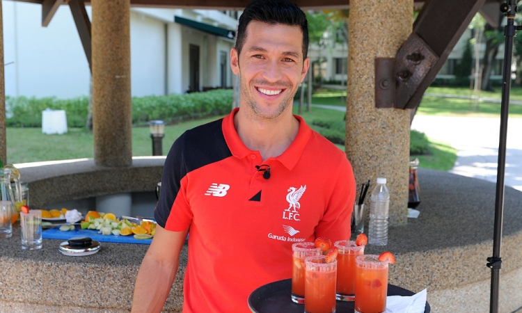 Free video: Luis Garcia, he makes sangria!
