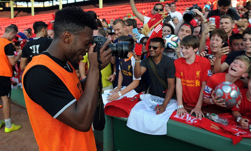 Video: Sturridge tries photography at Fenway Park