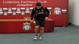 Suarez takes the Keepy Uppy Challenge